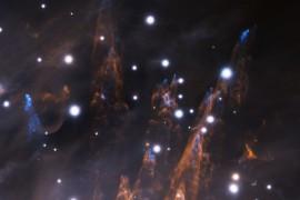 Αυτή η εικόνα ελήφθη κατά τη διάρκεια της τελευταίας φάσης ανάθεσης του συστήματος προσαρμοσμένης οπτικής GeMS με τον Gemini South AO Imager (GSAOI) την νύχτα της 28ης Δεκεμβρίου 2012, και αποκαλύπτει εκπληκτικές λεπτομέρειες στις παρυφές του Νεφελώματος του Ωρίωνα (Πηγή: Gemini Observatory/AURA)